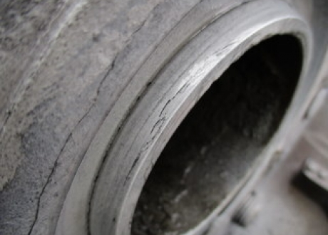 Crack indication on flange ring groove